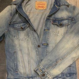 NWOT Levi's Ex Boyfriend Fit Jean jacket